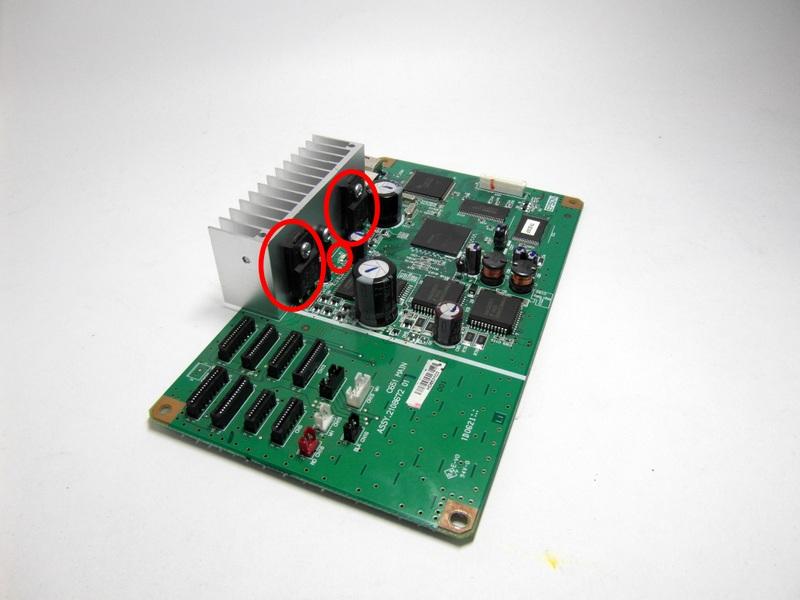 Предохранитель F1 и транзисторы A1746 и C4131 в Epson R1800